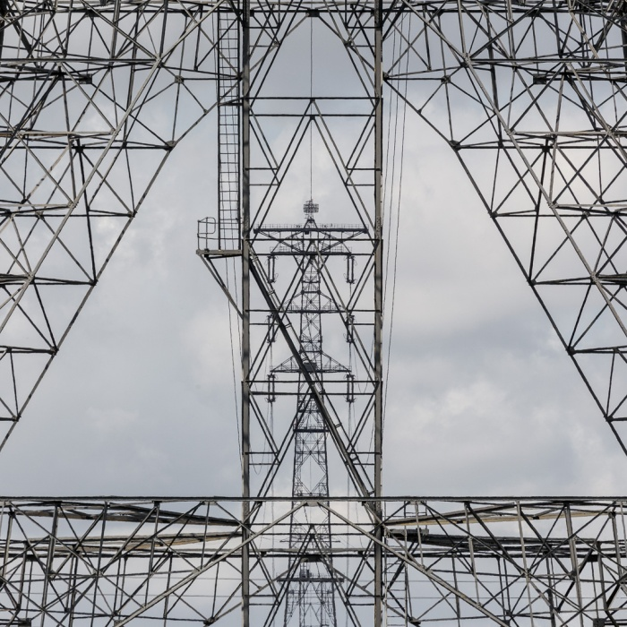400 kV Thames Grid Crossing, Tallest Pylon in the UK at 190m. Kent tower frames the Essex tower, Greenhithe.